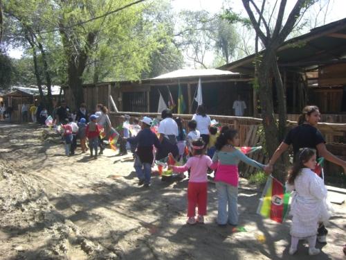 Com o sol as escolinhas fizeram a festa no acampamento
